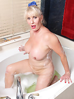 I'm in the tub (bathroom) - Granny Girdles