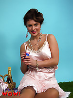 Beautiful brunette Kelly Hall strips in bubbles in the park - Granny Girdles
